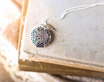 Filigree Locket Difuser Diffuser Necklace With Silver Filigree Leaf Charm