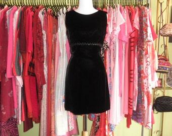 60s black velvet mini dress 1960s classic mod mini party sleeveless shift dress 60s minimal dolly gothic Lolita holiday dress size small