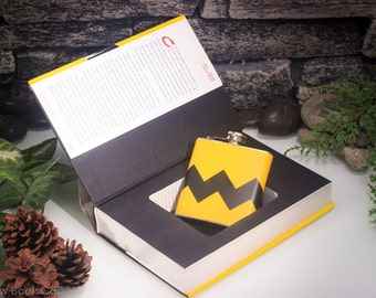 Hollow Book Safe & Zig Zag Flask - Schulz (CHARLIE BROWN)