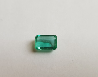 Natural Emerald Deep Luster Stone