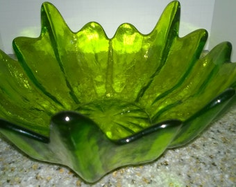 Vintage; Green Emerald Bowl; Green Pressed Glass Bowl; Heavy Glass