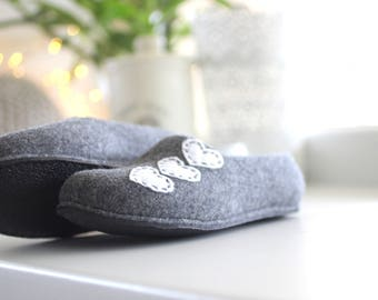 Women house shoes, warm cozy felted wool slippers, Christmas  gift, grey slippers with white hearts, felt wool clogs, women houseshoes