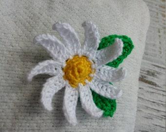 Crochet daisy brooch , daisy flower , handmade brooch ,daisy brooch