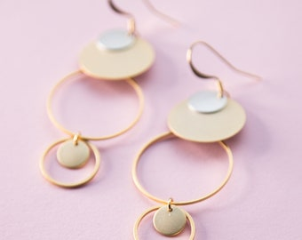 Ohrring, Ohrhänger, Ringe ineinander verbunden. Bicolor Look. Statement Ohrringe in vergoldetem Messing.