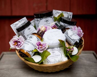 Spa Gift Set for Mom,  Bridal Gift Basket, Spa Gift Set Birthday, Spa Gifts for Women, Engagement Gift Basket, Spa Gift basket for her