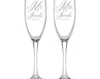 Personalized Wedding Flutes,   2 Toasting Flutes, Engraved Wedding Flute,  Mr and Mrs Toasting Flutes,  Bride & Groom Champagne Flutes