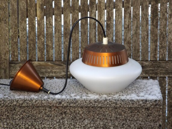 lampe scandinave plafond lumi re opaline cuivre design r tro. Black Bedroom Furniture Sets. Home Design Ideas