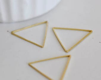 Lot of 25 Charms triangle brass gross finishing 2.75 cm