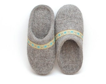Felted wool slippers gray with lace - organic wool felt slippers with rubber soles - Eco-friendly  house shoes