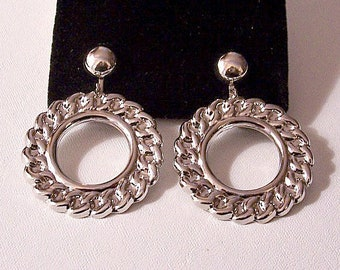 Chain Link Ring Hoops Clip On Earrings Silver Tone Vintage Large Door Knocker Imprinted Lightweight Dangles Round Domed Buttons