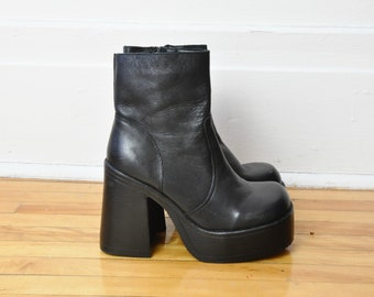 Size 6.5 / 90s Black Leather Platform Boots