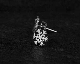 Snowflake Earrings/ Winter Stud Earrings/ Winter Earrings/ Tiny Snowflake Studs/ Silver Snowflakes