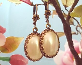 Oval Pearl Earrings, Bronze Earrings, Bridal Pearl Earrings, Faux Pearls, Bridesmaid, Ivory Pearl Bronze, Pearl Birthstone, June Gift, E4501