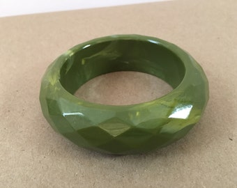 Green Faceted Lucite Bangle, Marbled Lucite Bangle, Chunky Green Bangle, Olive Green Lucite, 1980's Bangle, Marbled Green Bangle,