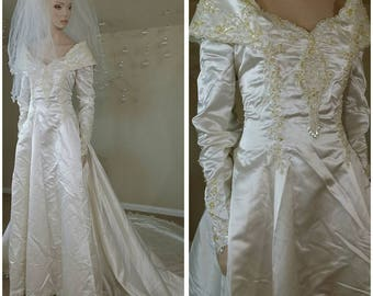 Beautiful Vintage 90s ivory and gold s wedding gown with train