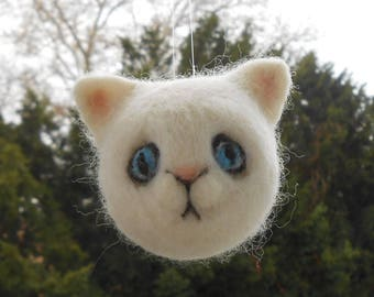 Cat Needle Felted Ornament, White Kitten Wool Ornament, Soft Sculpture, Needlefelted Animal, Handmade Christmas Holiday Bauble