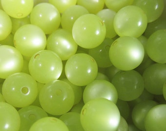 40 Vintage Lucite 9mm Pear Green Moonglow Beads Bd831