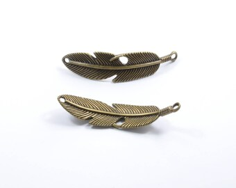 BR186 - 1 charm between two rounded feather color bronze