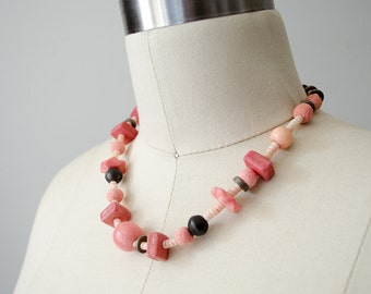 1970s vintage necklace / chunky beaded necklace / pink necklace