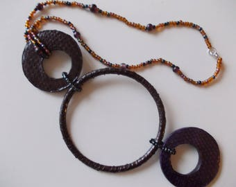 NECKLACE WITH BIG LEATHER CIRCLES