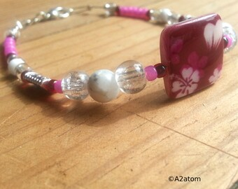 Girl bracelet hot pink and translucent glass beads and cherry Pearl puck Shabby Chic