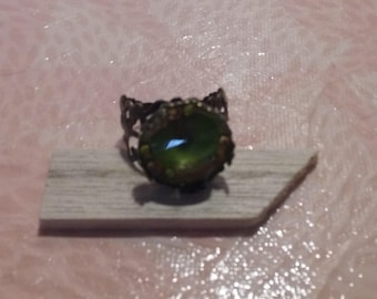 Metal - yellow and deep green stone ring