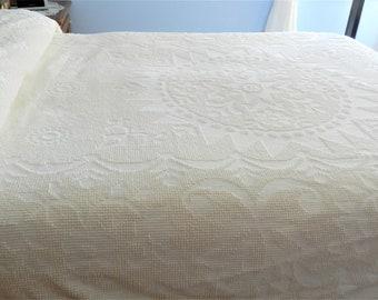Creamy Hobnail New England Bedspread,  Bates Twin Bedspread, Single Bedspread, White Chenille Hobnail,