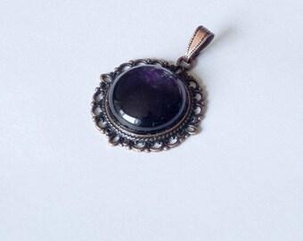 Pendentif Briseïs - Améthyste et métal cuivré - Esprit Vintage et féminin
