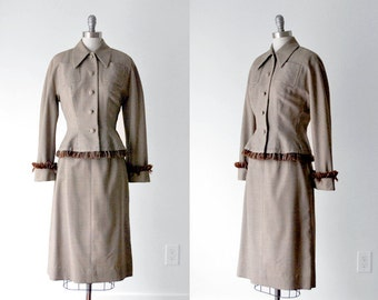 1940 houndstooth suit. 40's brown suit. skirt & jacket. tan. m. 40 tailored suit.