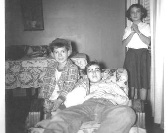 "Vintage Snapshot ""Surprised"" Sister Brothers Family Dynamics Found Vernacular Photo"