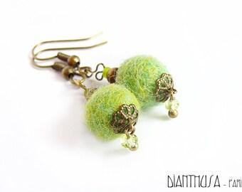 Pendientes de fieltro verde manzana con cristales de swarovski