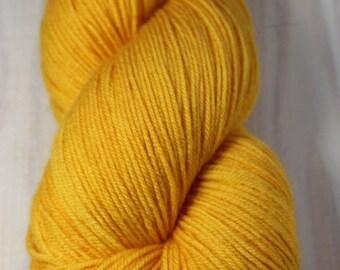 Skein hand - dyed Fingering - superwash Merino - 100 g / 400 m - sunflower