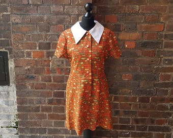 Vintage 1960s 1970s Short Sleeved Funky Print Dress