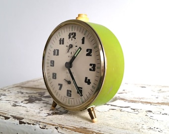 Vintage alarm clock apple green 'Wuba'