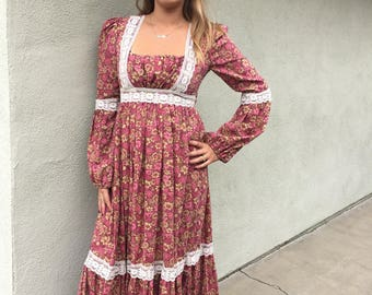Vintage 1970s Boho Maxi Dress // Peasant Dress // Lace Detail