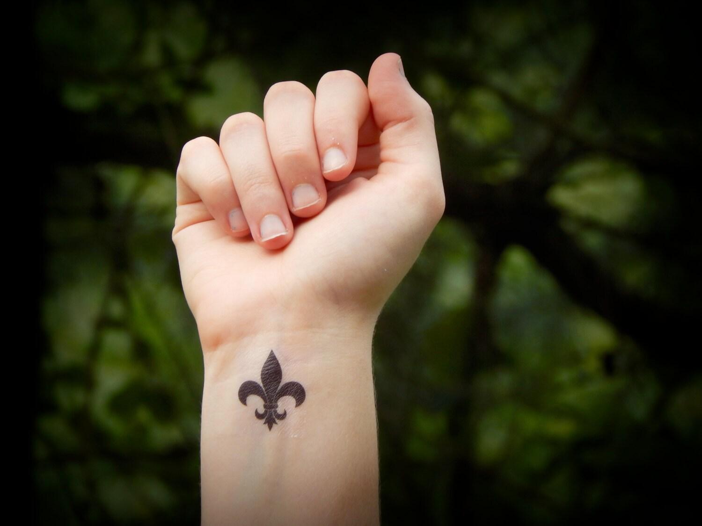 Fleur de Lis temporäres tattoo