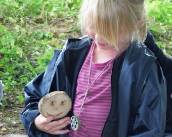 Forest Schools Double-Sided Feelings Faces Outdoor Teaching Resource - Natural Wood Log Slices Laser Engraved with Happy/Sad Feelings Faces