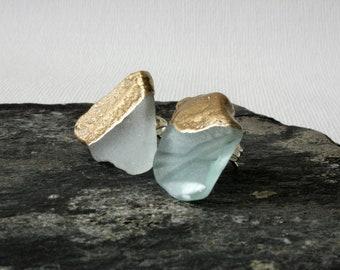 Große Meerglas Ohrstecker, Glas Ohrstecker, Strand Schmuck, natürlicher Schmuck, versilberte Ohrstecker, asymmetrische Ohrstecker, Sommer