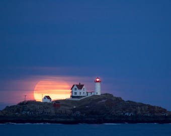 Moondance- (The Super Blue Blood Moon at the Nubble Lighthouse) matted 8x12 print