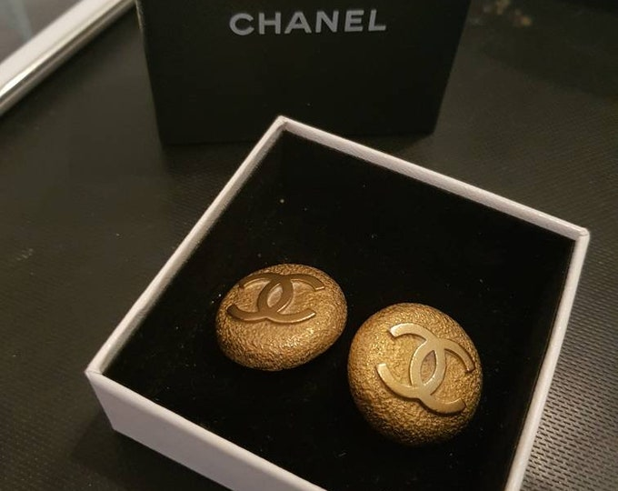 Vintage 1994 90s Chanel CC big Antique Gold Clip On Earrings in Box