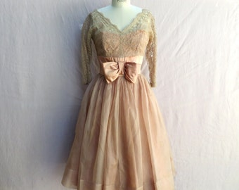 "Vintage 1950's Party Dress/Dusty Pink Lace and Organza Fit and Flare Dress/28"" Waist/Medium"