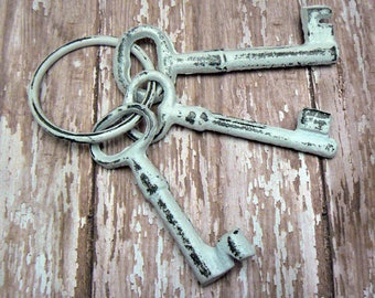 Jailer Keys on Ring Shabby Elegance Set of 3 Key on a Ring Country Chic Motif Cast Iron Classic White Decorative Faux Prop Keys