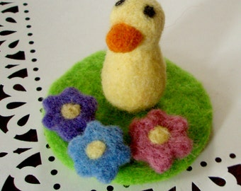 Felt Duck - Little Duckling Needle Felted Mini Play Set - Easter Basket Gift - Felted Toy - Miniature Wool Bird Animal Duck Doll