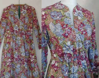Vintage 1970's Floral Cotton Day Dress. Simple lightweight casual workaday or weekend house dress, M/L