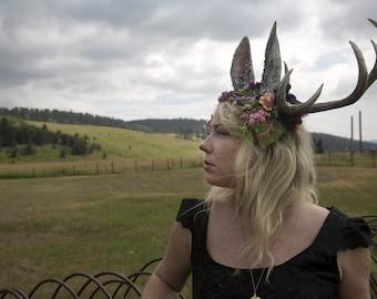Jackalope 10 Punkt Geweih Moos und Blumen Kopfschmuck