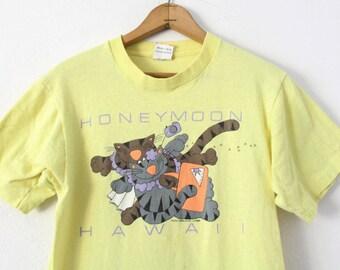 MEDIUM Vintage 1988 Honeymoon Hawaii 100% Cotton Graphic T-Shirt