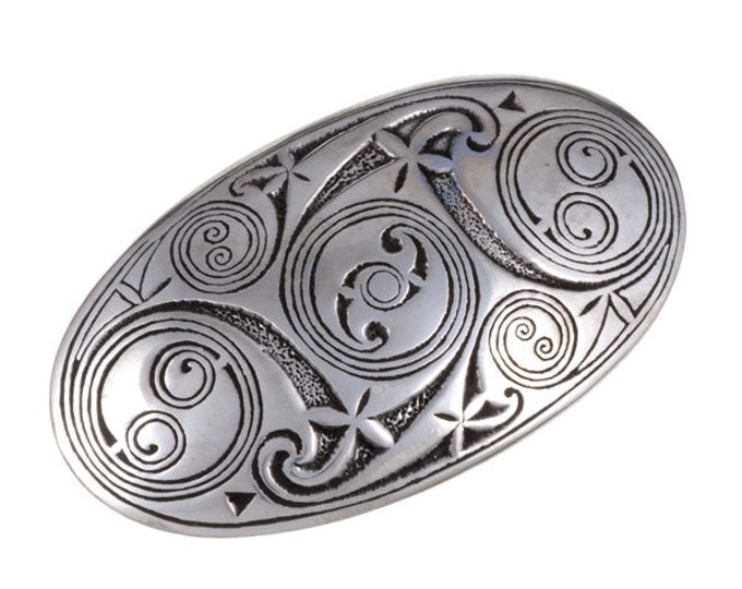 Lindisfarne belt buckle – 40mm-Hand Made and Design in UK