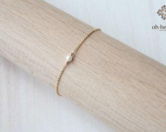 Freshwater Pearl  bracelet   - 14k gold filled bracelet  - Tiny  Pearl  bracelet  gold bracelet - simple everyday jewelry- Modern Jewelry