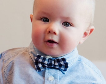 Baby Boy's Bow Tie - Navy Blue Gingham bowtie - navy gingham tie Navy Blue Bowtie boys bowties - navy gingham bowtie - ring bearer outfit