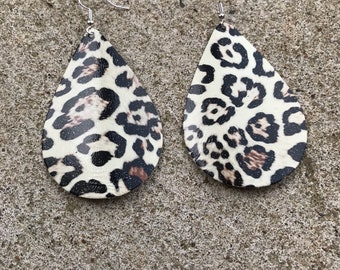 Leopard leather earrings, leopard print, leather earrings, custom earrings, yearsrop earrings, leather, earrings